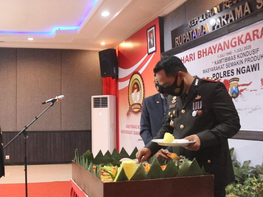 Saat Para Purna Bakti dan Perwira Muda Ngawi Dapat Kado HUT Bhayangkara