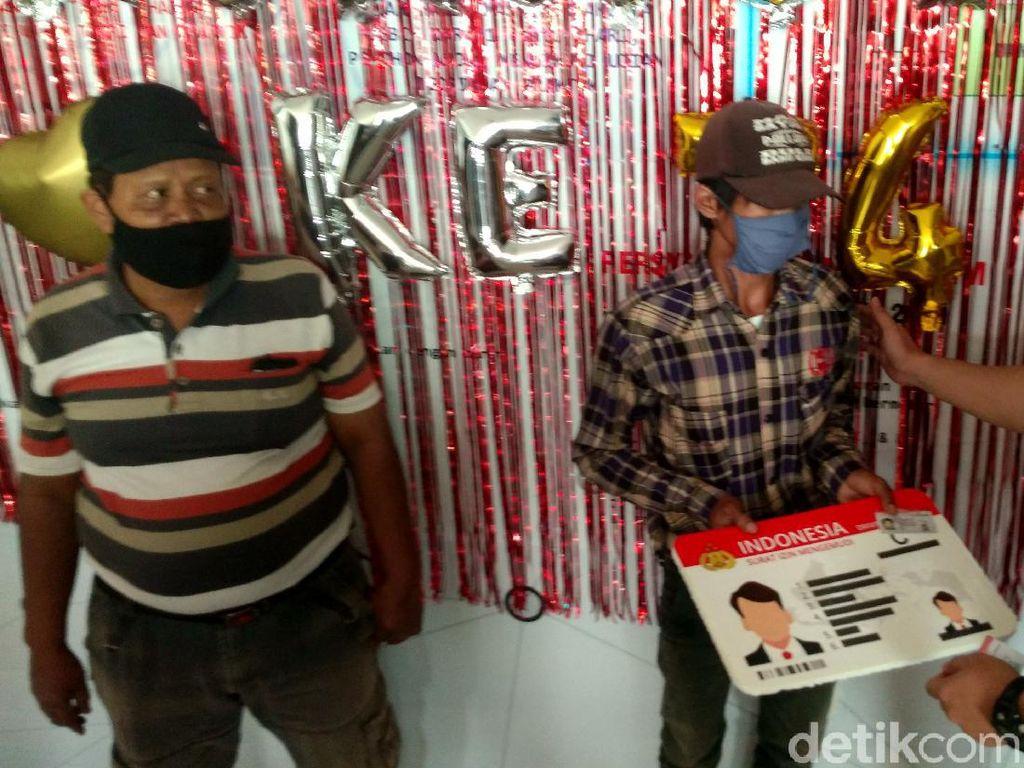 HUT Bhayangkara, 24 Warga Cirebon yang Lahir 1 Juli Dapat SIM Gratis