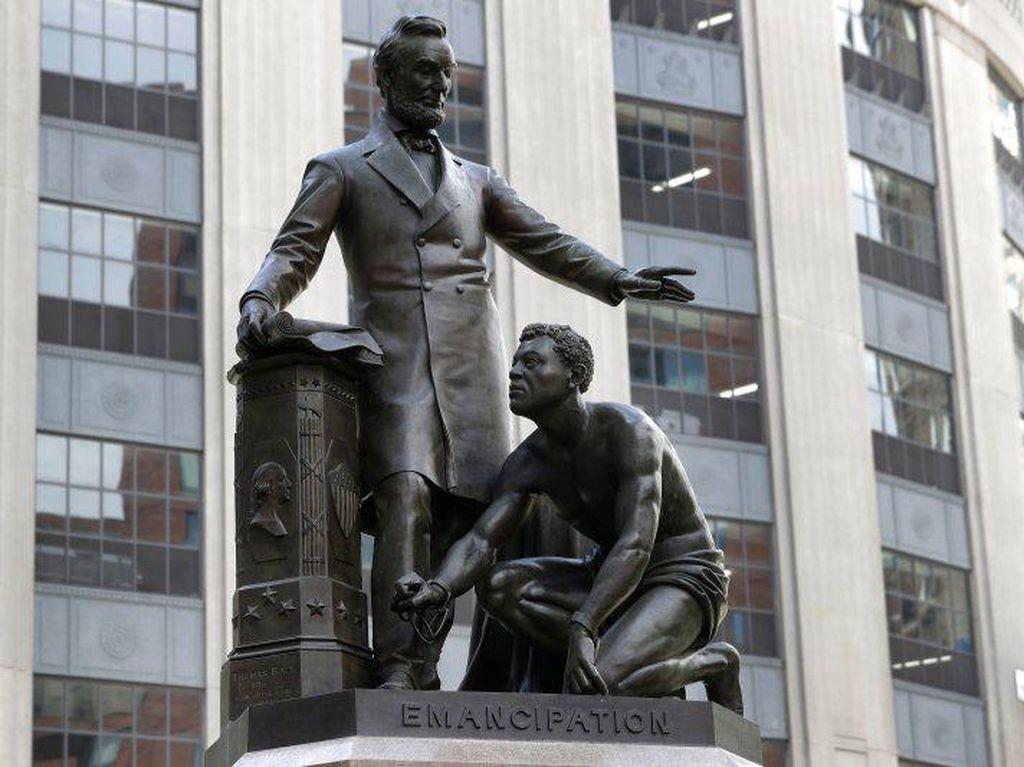 Boston akan Pindahkan Patung Budak Berlutut di Kaki Abraham Lincoln