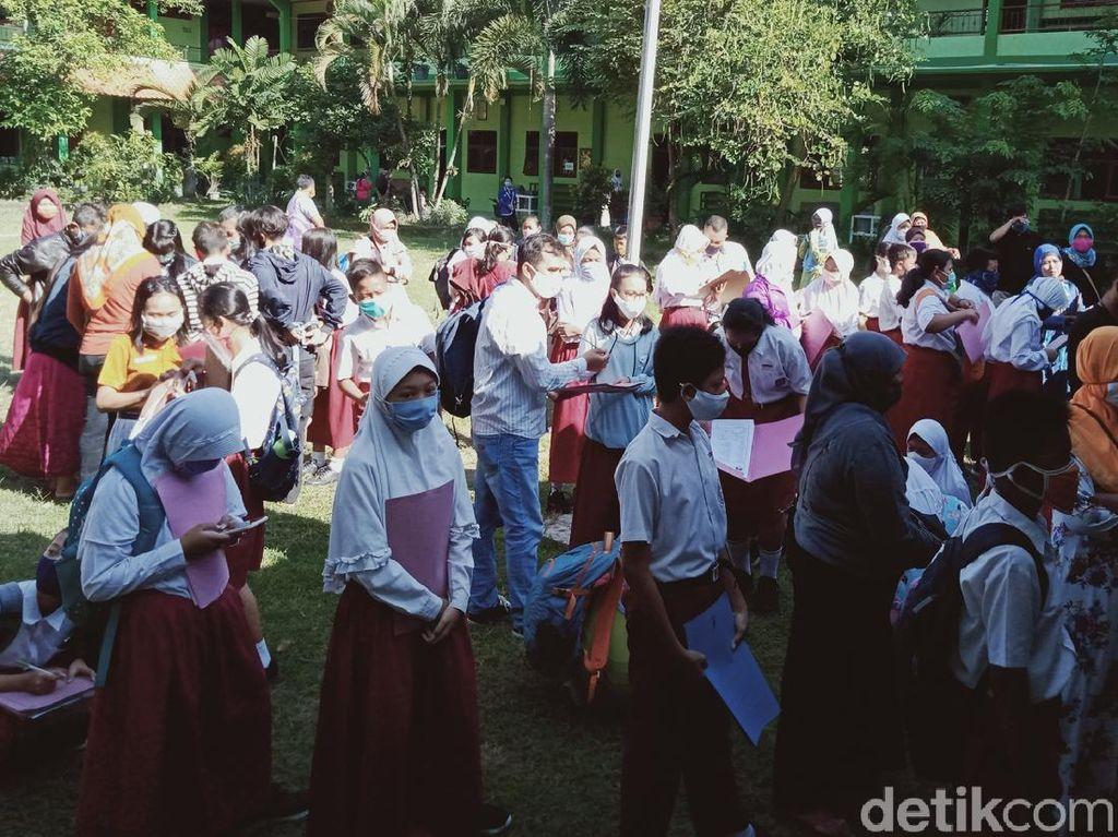 PPDB Jateng di SMPN 1 Klaten, Pendaftar Ramai-ramai Tetap Datangi Sekolah