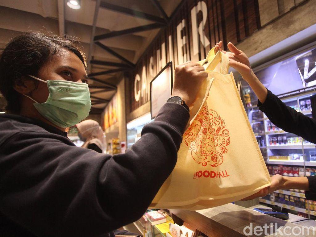 Denda Rp 25 Juta Intai Pelanggar Larangan Penggunaan Kantong Plastik