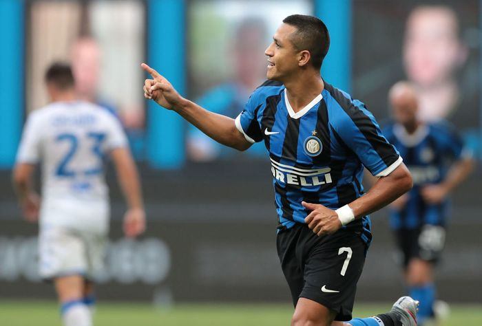 MILAN, ITALY - JULY 01: Alexis Sanchez of FC Internazionale celebrates after scoring the second goal of his team via penalty during the Serie A match between FC Internazionale and Brescia Calcio at Stadio Giuseppe Meazza on July 1, 2020 in Milan, Italy. (Photo by Emilio Andreoli/Getty Images)