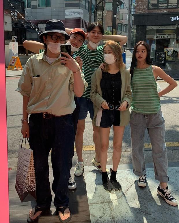 Koleksi foto reuni geng Ssamundong tanpa kehadiran Ryu Jun-yeol