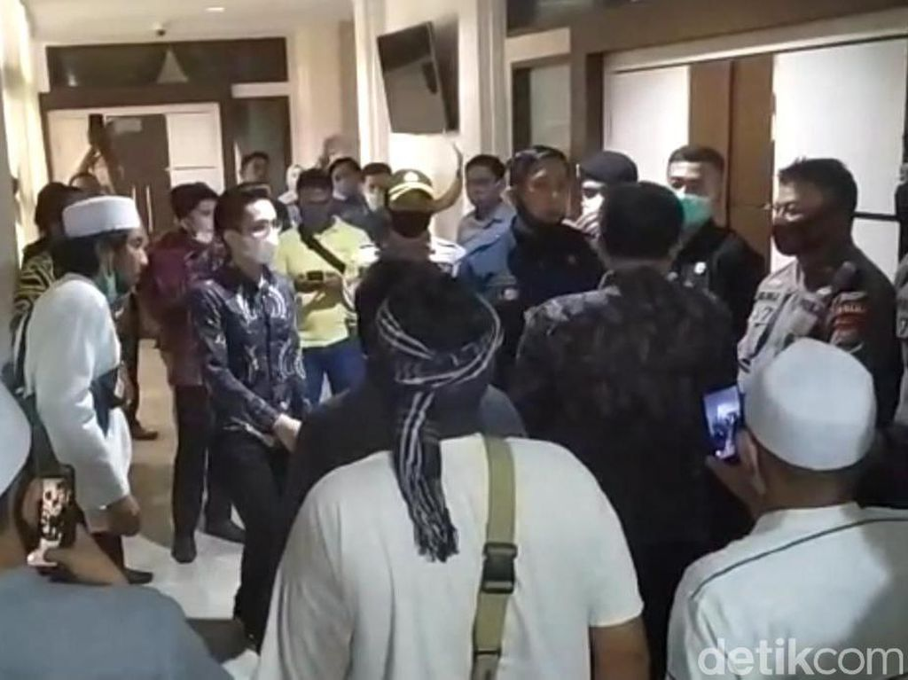 Legislator Poso Ngamuk Tertahan Ikut RDP Bareng Kapolda di DPRD Sulteng