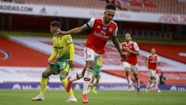 Arsenal's Pierre-Emerick Aubameyang celebrates after scoring his side third goal Bduring the English Premier League soccer match between Arsenal and Norwich City at the Emirates Stadium in London, England, Wednesday, July 1, 2020. (Richard Heathcote/Pool via AP)