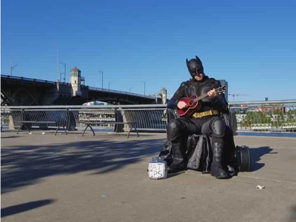 Kala Batman dan Spiderman Bertarung... Main Alat Musik