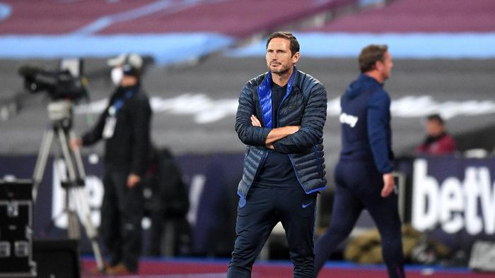 LONDON, ENGLAND - JULY 01: Frank Lampard, Manager of Chelsea reacts during the Premier League match between West Ham United and Chelsea FC at London Stadium on July 01, 2020 in London, England. Football Stadiums around Europe remain empty due to the Coronavirus Pandemic as Government social distancing laws prohibit fans inside venues resulting in all fixtures being played behind closed doors. (Photo by Michael Regan/Getty Images)