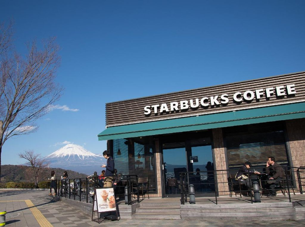 Konsumen AS Wajib Pakai Masker di Starbucks