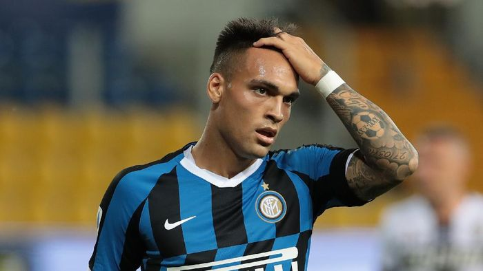 PARMA, ITALY - JUNE 28:  Lautaro Martinez of FC Internazionale reacts during the Serie A match between Parma Calcio and FC Internazionale at Stadio Ennio Tardini on June 28, 2020 in Parma, Italy.  (Photo by Emilio Andreoli/Getty Images)