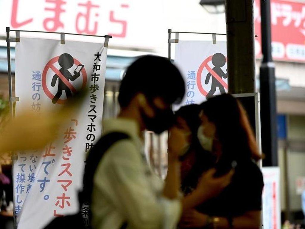 Jepang Kini Punya Trotoar Pertama Tanpa Ponsel