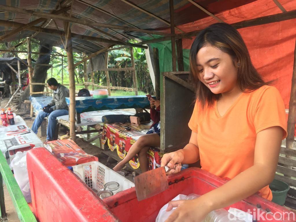 Penghasilan Penjual Es Tebu Cantik di Mojokerto Bikin Geleng-geleng Kepala