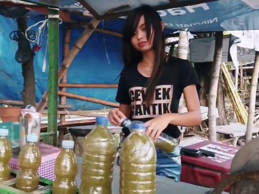 Curhat Penjual Es Tebu Cantik di Mojokerto, Digoda Hingga Dimintai Nomor WA