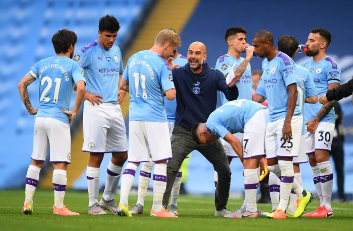 MANCHESTER, ENGLAND - JUNE 22: Pep Guardiola, Manager of Manchester City gives his team instructions during a drinks break during the Premier League match between Manchester City and Burnley FC at Etihad Stadium on June 22, 2020 in Manchester, England. Football stadiums around Europe remain empty due to the Coronavirus Pandemic as Government social distancing laws prohibit fans inside venus resulting in all fixtures being played behind closed doors. (Photo by Michael Regan/Getty Images)