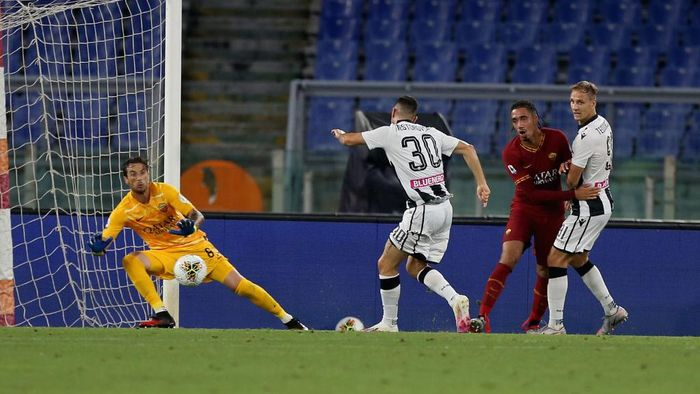 ROME, ITALY - JULY 02:  Ilija Nestorovski  of Udinese Calcio scores the teams second goal during the Serie A match between AS Roma and Udinese Calcio at Stadio Olimpico on July 2, 2020 in Rome, Italy.  (Photo by Paolo Bruno/Getty Images)