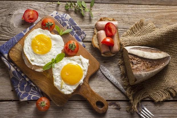 Telur ayam kaya akan protein yang dapat perkuat akar rambut