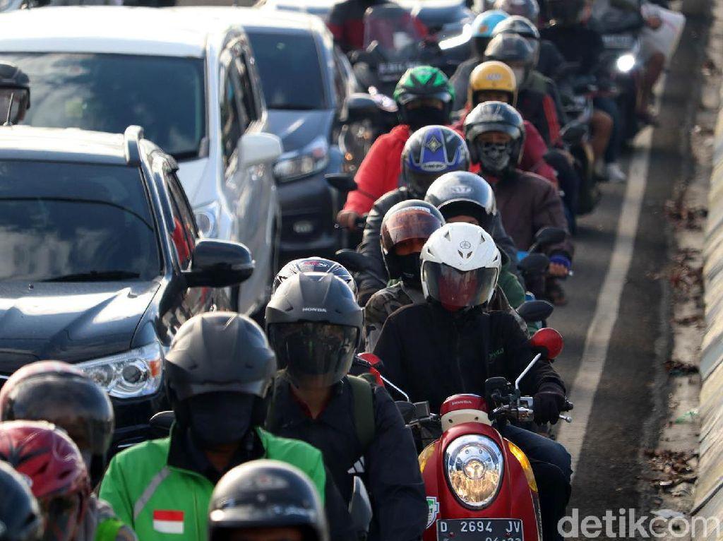 Rekayasa Lalin Jalan Jakarta Bandung, Polisi: Disisakan Space 1 kendaraan