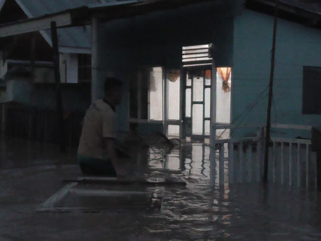 Rumah Terendam Banjir, Warga di Gorontalo Ngungsi di Kantor Wali Kota