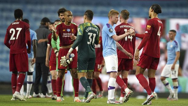 Players shake hands after the English Premier League soccer match between Manchester City and Liverpool at Etihad Stadium in Manchester, England, Thursday, July 2, 2020. (AP Photo/Dave Thompson,Pool)