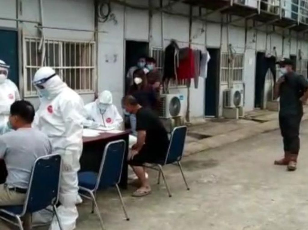 Gelombang 2 TKA China Jalani Pemeriksaan Kesehatan-Rapid Test