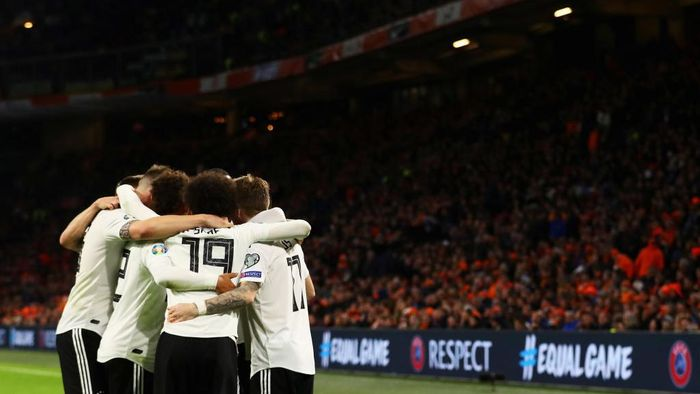 AMSTERDAM, NETHERLANDS - MARCH 24: Nico Schulz of Germany celebrates scoring his teams third goal of the game with team mates during the 2020 UEFA European Championships group C qualifying match between Netherlands and Germany at Johan Cruyff Arena on March 24, 2019 in Amsterdam, Netherlands. (Photo by Dean Mouhtaropoulos/Getty Images)