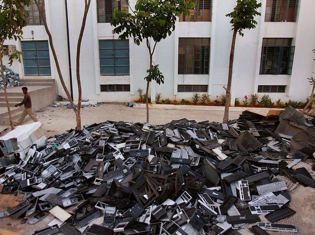 Smartphone & Ancaman Polemik Electronic Waste di Kawasan Perkotaan