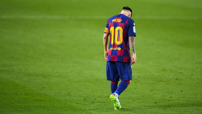 BARCELONA, SPAIN - JUNE 30: Lionel Messi of FC Barcelona looks on during the Liga match between FC Barcelona and Club Atletico de Madrid at Camp Nou on June 30, 2020 in Barcelona, Spain. (Photo by David Ramos/Getty Images)