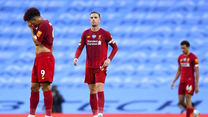 Liverpools Jordan Henderson, centre, reacts during the English Premier League soccer match between Manchester City and Liverpool at Etihad Stadium in Manchester, England, Thursday, July 2, 2020. (AP Photo/Laurence Griffiths,Pool)