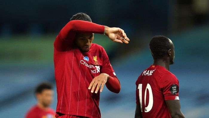 MANCHESTER, ENGLAND - JULY 02: Virgil van Dijk of Liverpool reacts during the Premier League match between Manchester City and Liverpool FC at Etihad Stadium on July 02, 2020 in Manchester, England. Football Stadiums around Europe remain empty due to the Coronavirus Pandemic as Government social distancing laws prohibit fans inside venues resulting in all fixtures being played behind closed doors. (Photo by Dave Thompson/Pool via Getty Images)
