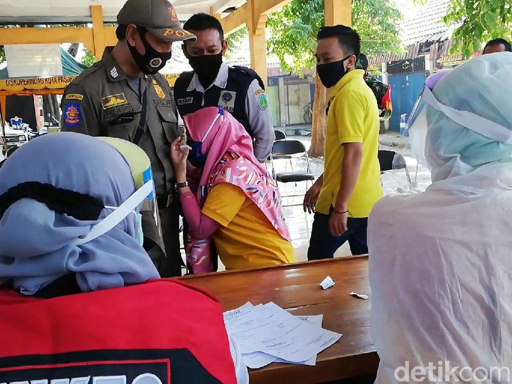 Perempuan di Kota Pasuruan Nangis Saat Rapid Test Karena Takut Jarum