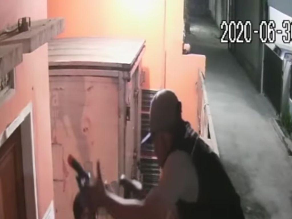 Jabar Hari Ini: Aksi Santuy Pencuri Gondol 2 Sepeda-Serli Masih Berkeliaran