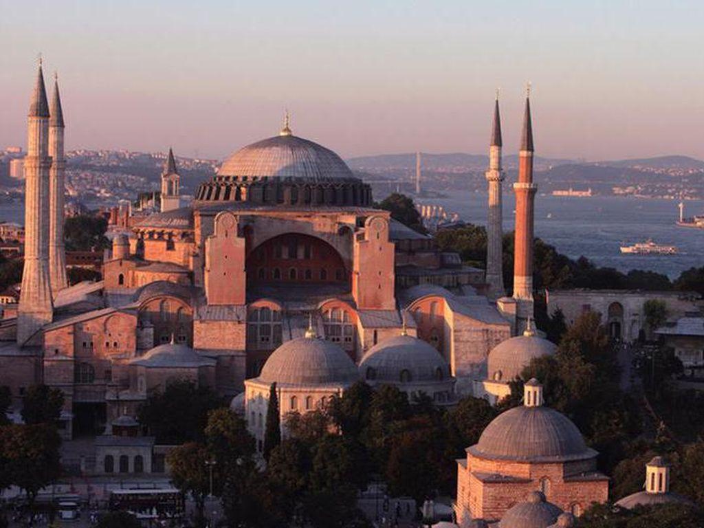 Jadi Masjid, Apa Hagia Sophia Terbuka untuk Turis?
