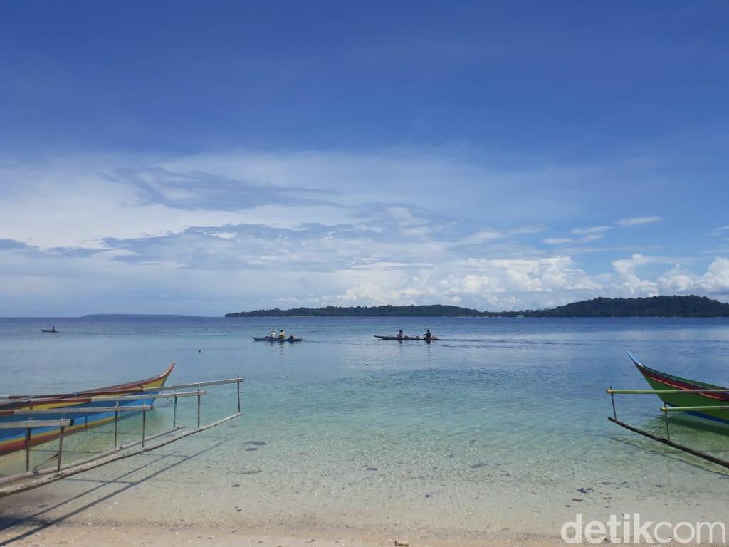 Liburan ke Pulau Papua Ini, Syaratnya Harus Mandi di Laut