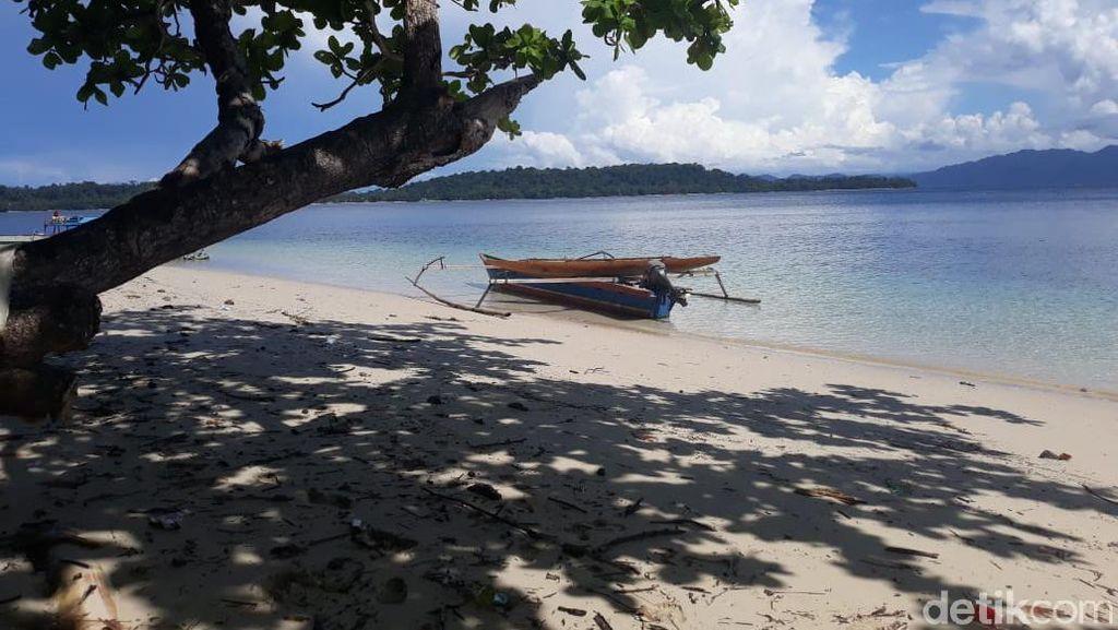 Pulau Eksotis Papua yang Minta Pelancong Mandi Sebelum Menjelajah
