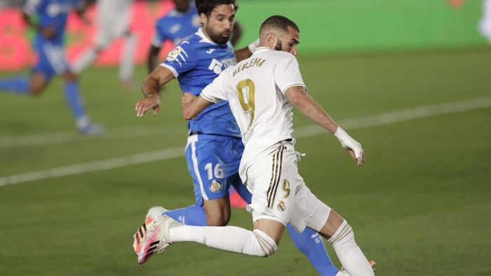 Getafes Xabier Etxeita in action during the Spanish La Liga soccer match between Real Madrid and Getafe at the Alfredo di Stefano stadium in Madrid, Spain, Thursday, July 2, 2020. (AP Photo/Bernat Armangue)