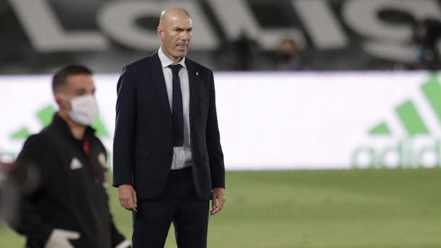 Real Madrid's head coach Zinedine Zidane looks at the field during the Spanish La Liga soccer match between Real Madrid and Getafe at the Alfredo di Stefano stadium in Madrid, Spain, Thursday, July 2, 2020. (AP Photo/Bernat Armangue)