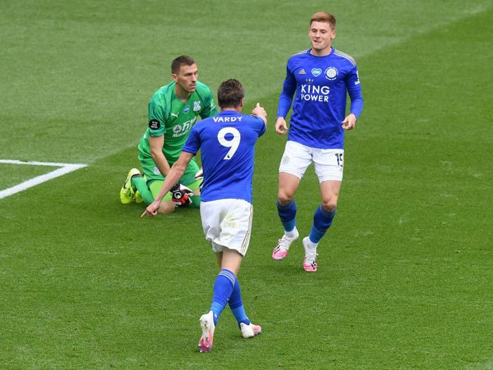 LEICESTER, ENGLAND - JULY 04: Jamie Vardy of Leicester City celebrates with teammate Harvey Barnes after scoring his teams second goal during the Premier League match between Leicester City and Crystal Palace at The King Power Stadium on July 04, 2020 in Leicester, England. Football Stadiums around Europe remain empty due to the Coronavirus Pandemic as Government social distancing laws prohibit fans inside venues resulting in all fixtures being played behind closed doors. (Photo by Michael Regan/Getty Images)