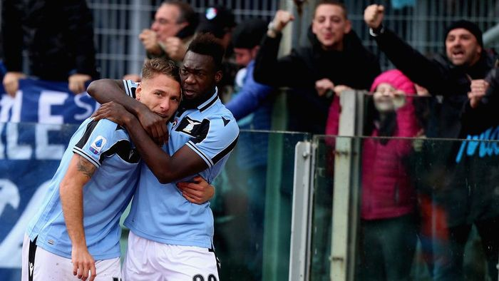 ROME, ITALY - JANUARY 18:  Felipe Caicedo with his teammate Ciro Immobile of SS Lazio celebrates after scoring the opening goal during the Serie A match between SS Lazio and UC Sampdoria at Stadio Olimpico on January 18, 2020 in Rome, Italy.  (Photo by Paolo Bruno/Getty Images)