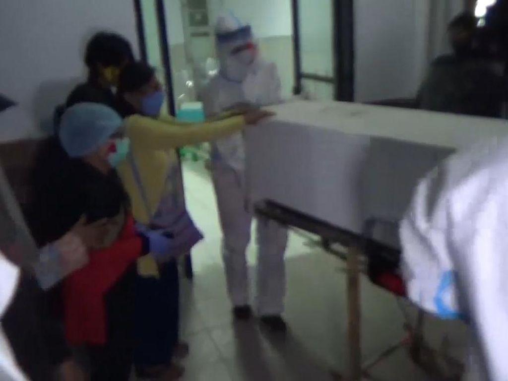 Video Keluarga Cekcok dengan Polisi, Mau Ambil Jenazah PDP Corona