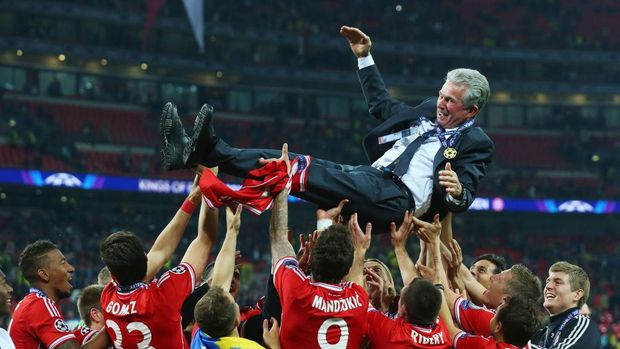 LONDON, ENGLAND - MAY 25:  Head Coach Jupp Heynckes of Bayern Muenchen is thrown into the air by his players after winning the UEFA Champions League final match against Borussia Dortmund at Wembley Stadium on May 25, 2013 in London, United Kingdom.  (Photo by Alex Livesey/Getty Images)