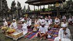 Semangat Umat Hindu Beribadah di Hari Raya Saraswati