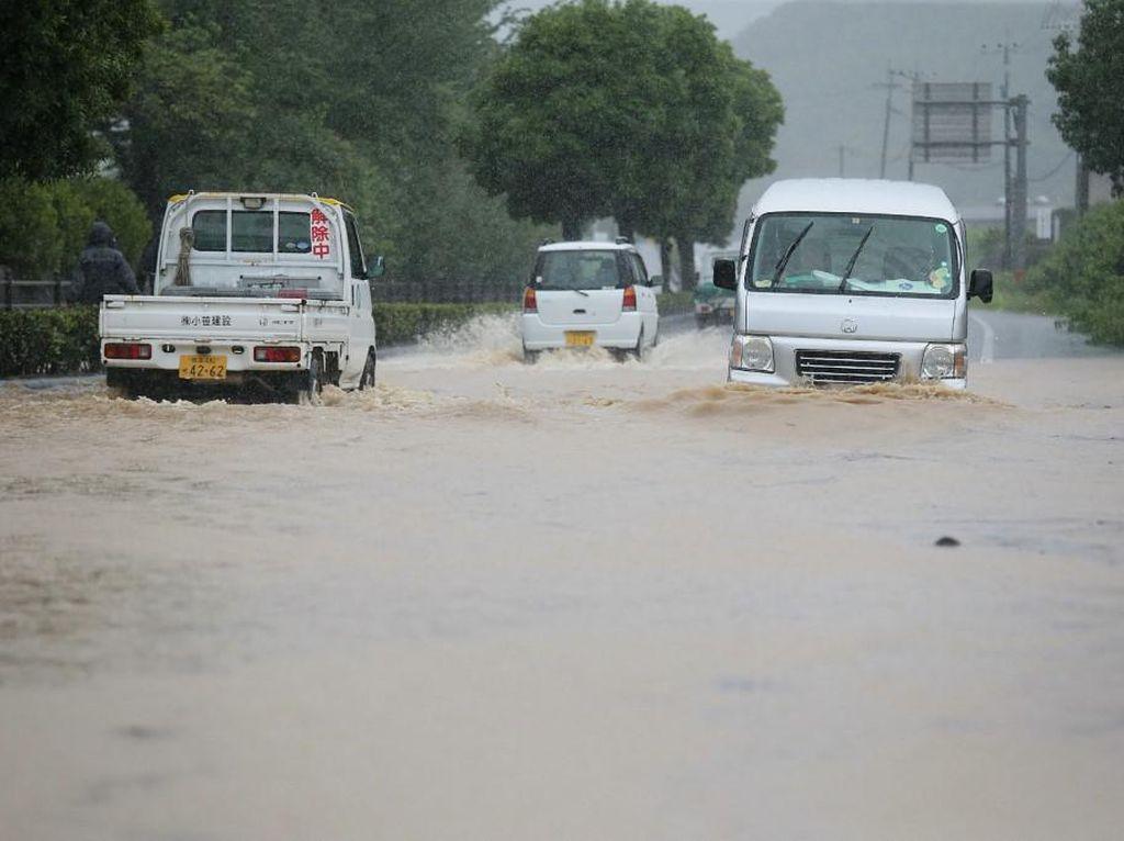 Hujan Deras Picu Banjir-Longsor di Jepang, 75 Ribu Orang Diminta Mengungsi