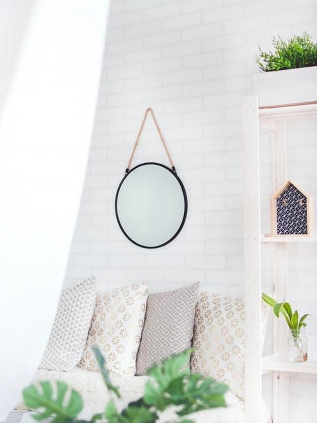 Menata kamar menjadi lebih nyaman dan indah bisa menjadi cara untuk meningkatkan mood dan suasana hati setiap harinya.