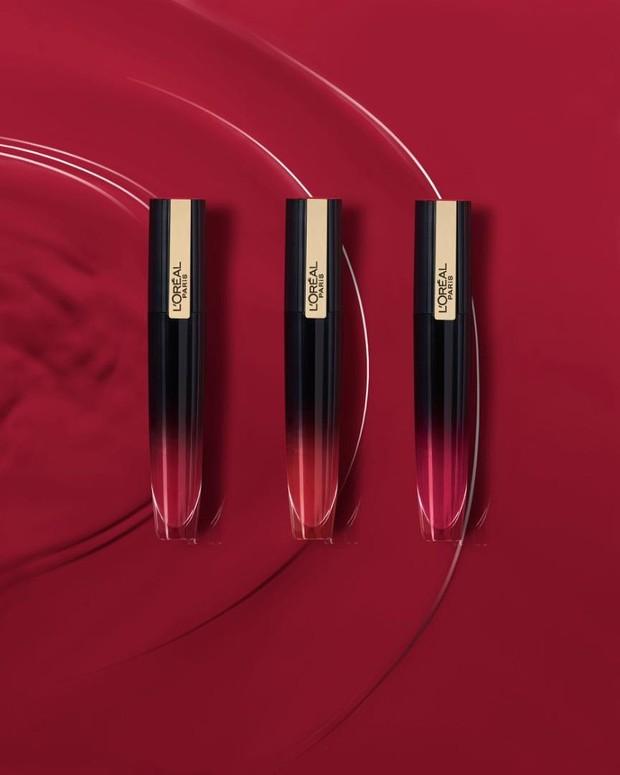 Loreal Liquid Lipstik Matte Rouge Signature Makeup mempunyai tekstur ringan sehingga tidak berat di bibir serta tahan lama hingga delapan jam.