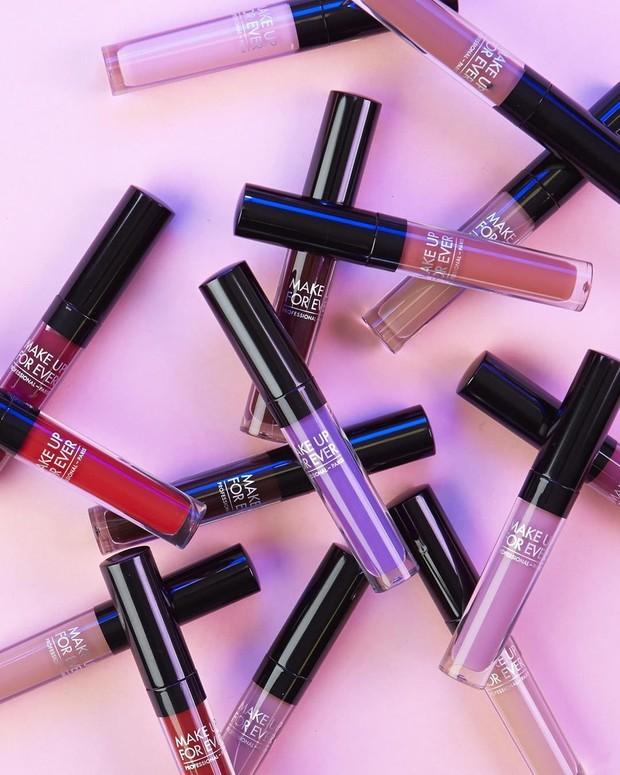 Makeup For Ever Artist Liquid Matte memberikan ketahanan lama sampai 20 jam.