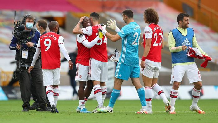 WOLVERHAMPTON, ENGLAND - JULY 04: Eddie Nketiah hugs team mate Granit Xhaka of Arsenal following the Premier League match between Wolverhampton Wanderers and Arsenal FC at Molineux on July 04, 2020 in Wolverhampton, England. Football Stadiums around Europe remain empty due to the Coronavirus Pandemic as Government social distancing laws prohibit fans inside venues resulting in all fixtures being played behind closed doors. (Photo by Catherine Ivill/Getty Images)