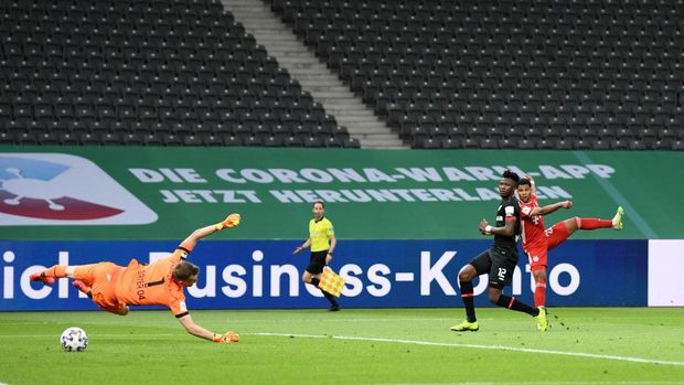BERLIN, GERMANY - JULY 04: Serge Gnabry of Bayern Munich scores his sides second goal during the DFB Cup final match between Bayer 04 Leverkusen and FC Bayern Muenchen at Olympiastadion on July 4, 2020 in Berlin, Germany. (Photo by Annegret Hilse/Pool via Getty Images)