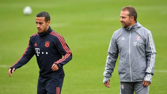 Bayern Munichs interim coach Hansi Flick (R) stands near by Bayern Munichs Spanish midfielder Thiago Alcantara (R) during a training session on the eve of the UEFA Champions League Group B football match between FC Bayern Munich and Olympiakos in Munich, southern Germany, on November 5, 2019. (Photo by Christof STACHE / AFP)