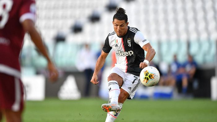 TURIN, ITALY - JULY 04:  Cristiano Ronaldo of Juventus scores a goal during the Serie A match between Juventus and Torino FC at Allianz Stadium on July 4, 2020 in Turin, Italy.  (Photo by Valerio Pennicino/Getty Images )