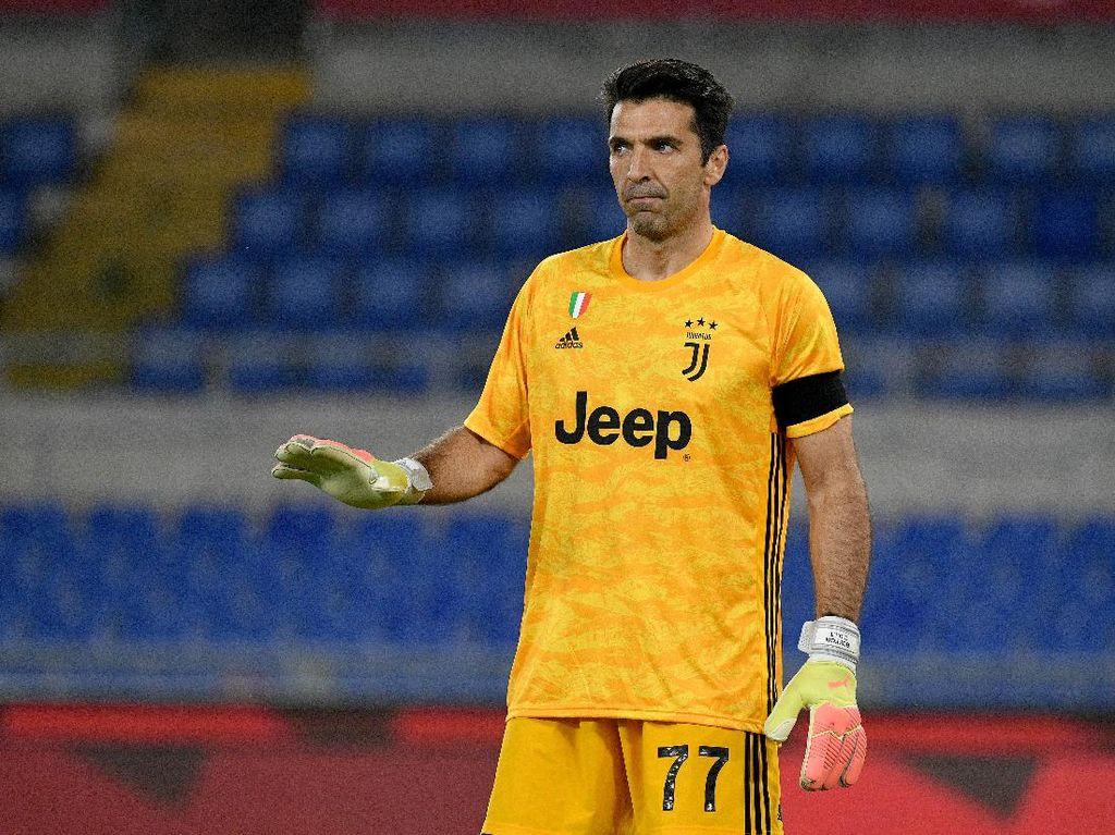 Gianluigi Buffon Melawan Usia, Belum Mau Gantung Sepatu