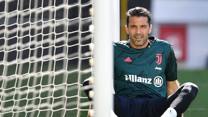 TURIN, ITALY - JULY 04:  Gianluigi Buffon of Juventus looks on prior to the Serie A match between Juventus and Torino FC at Allianz Stadium on July 4, 2020 in Turin, Italy.  (Photo by Valerio Pennicino/Getty Images )